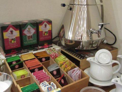 Buffet mit Tee im Hotel garni An den Salinen Bad Dürkheim